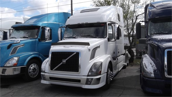Pre-Owned 2012 VOLVO VNL64T780